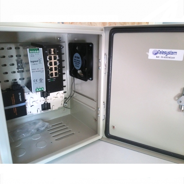Coffret pour installation exterieur sur poteau ou mural 350x300x250mm.